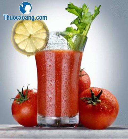Nước cà chua, cần tây là một trong những thực phẩm hỗ trợ điều trị viêm xoang