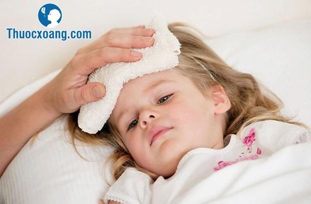 Trẻ có thể sốt lên tới 39 độ C khi bị viêm mũi dị ứng