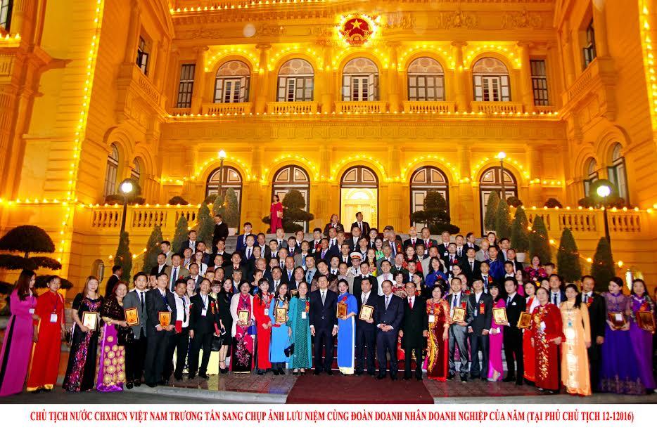 Doctor Nam tham dự gặp gỡ và chụp ảnh tại phủ chủ tịch